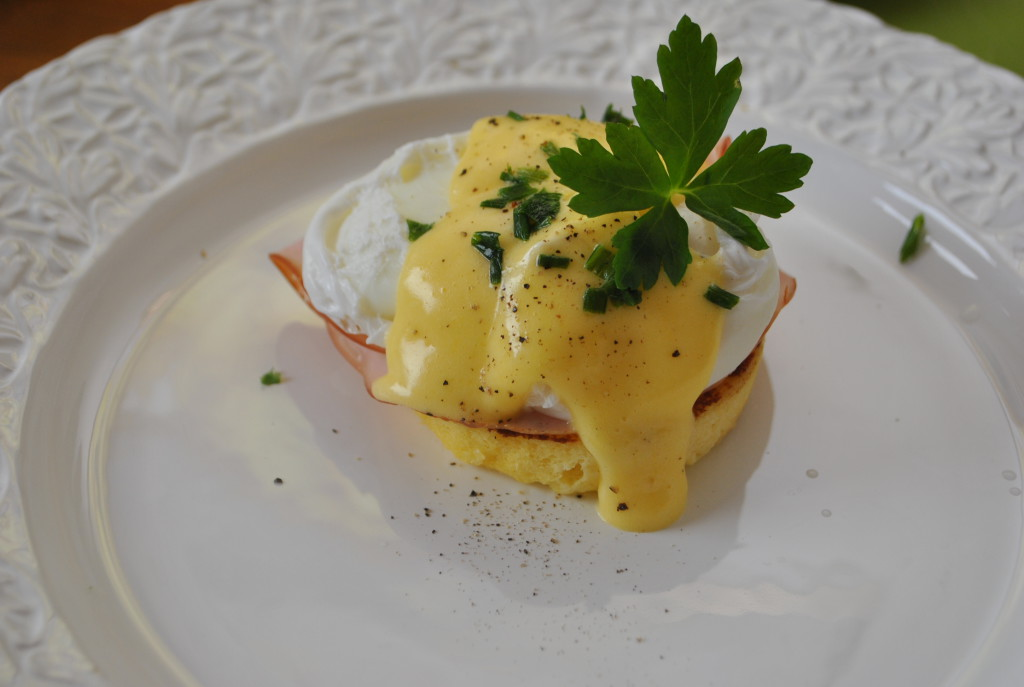Eggs Benedict low carb
