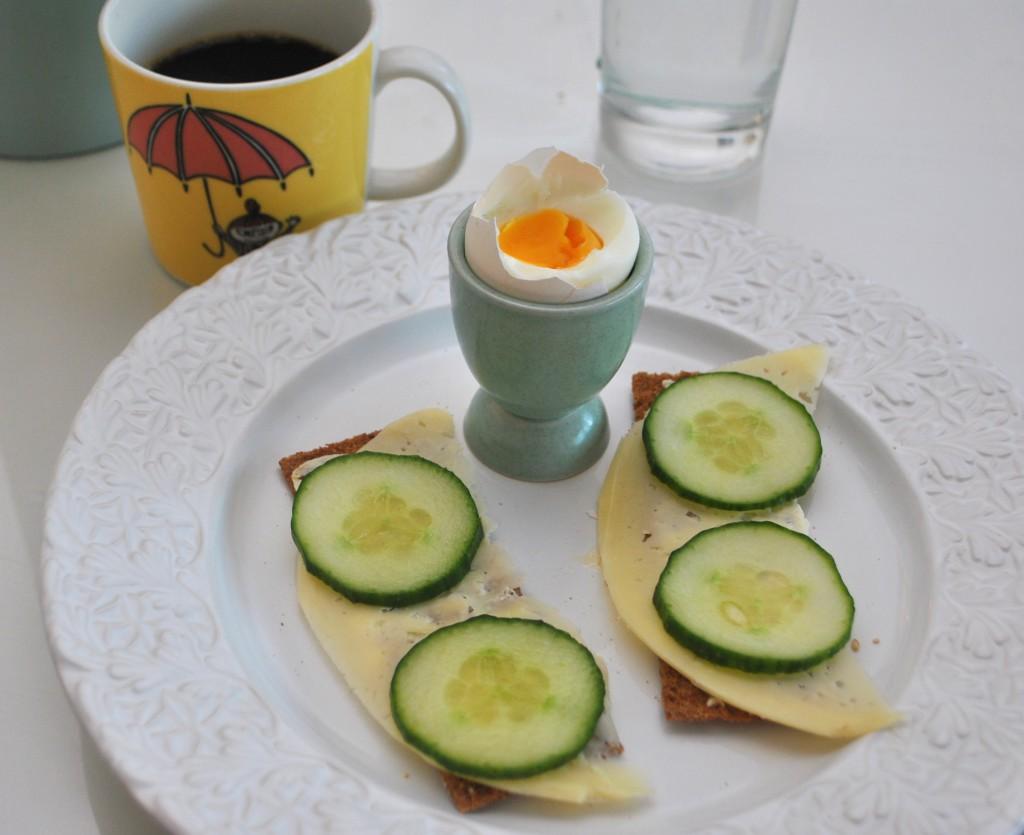Frukost med ägg och Finn Crisp
