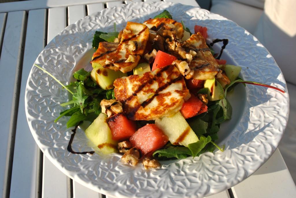 Sommarsallad med halloumi och melon