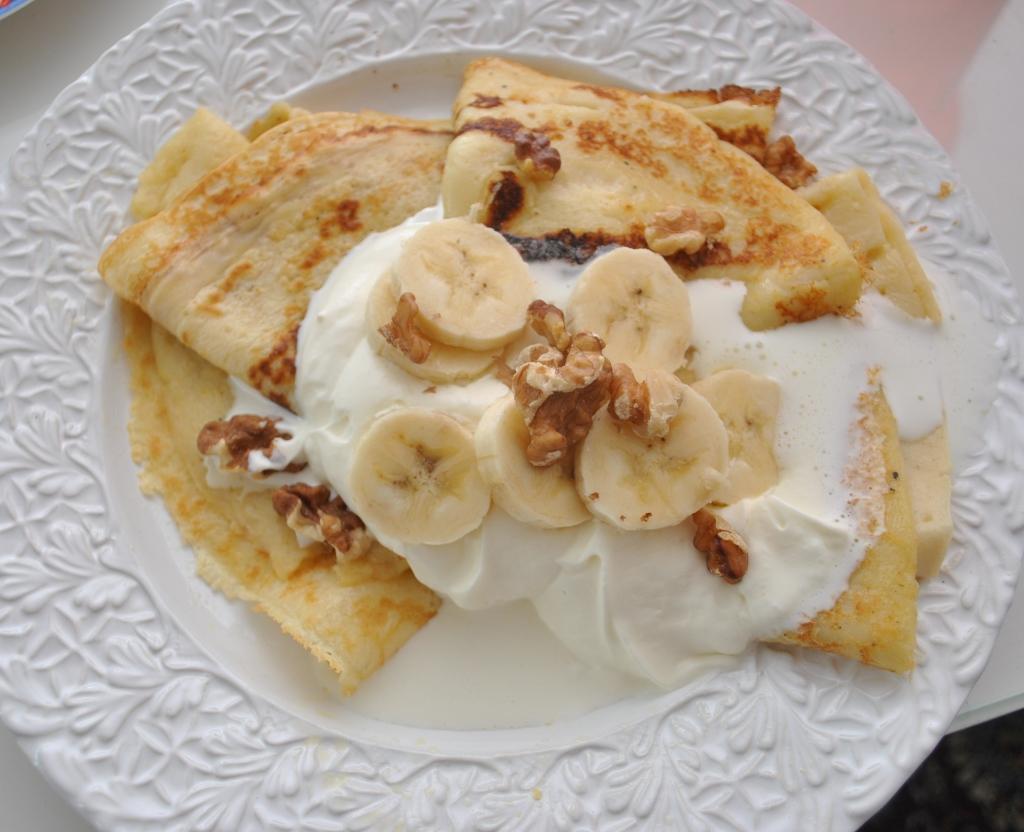 Pannkakor med banan och valnötter