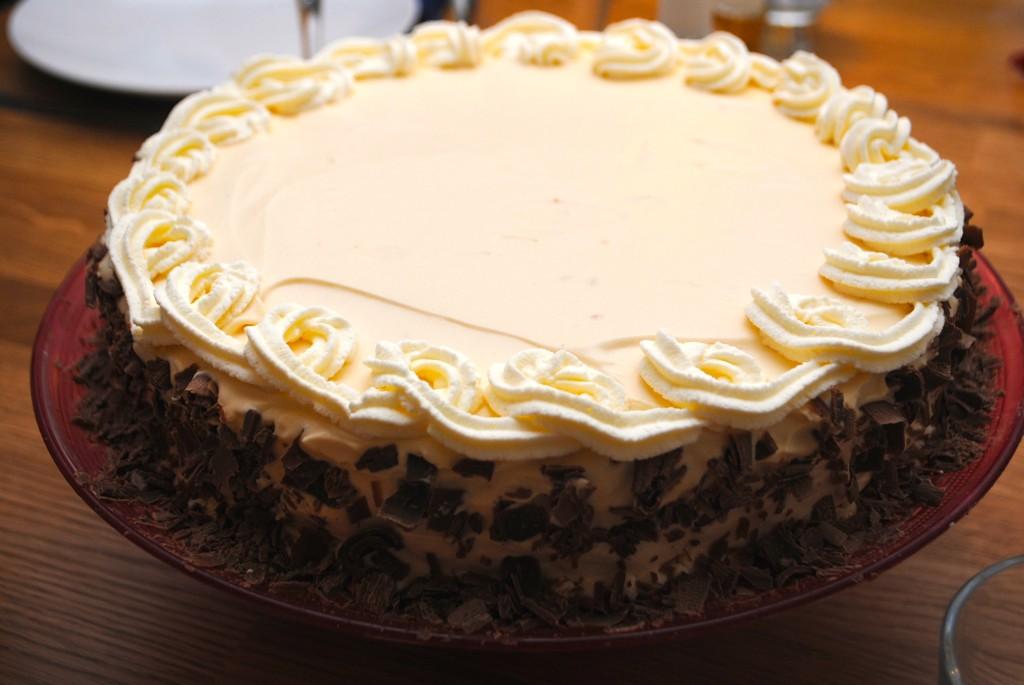 Tårta med dulche de leche-grädde och apelsin