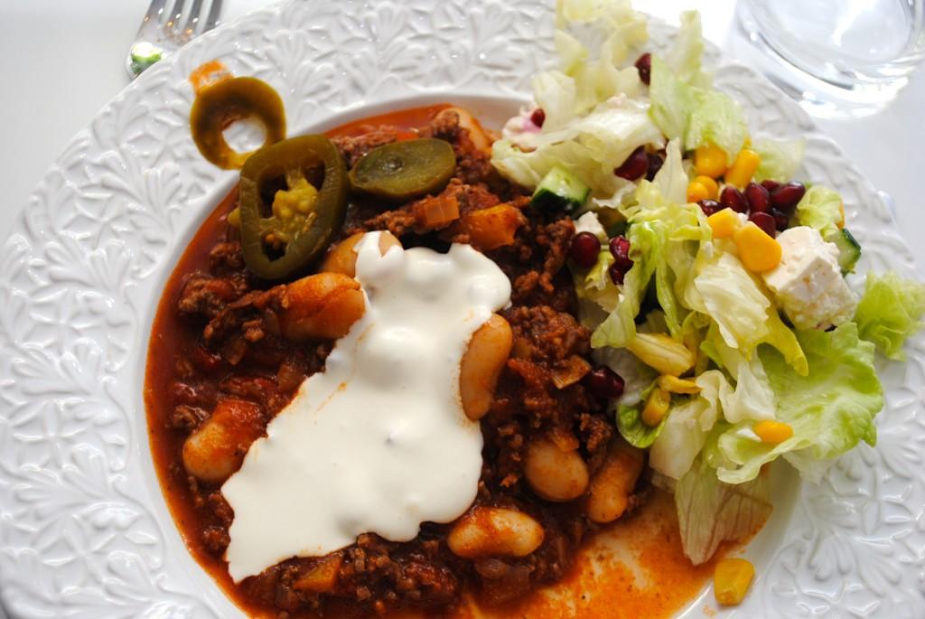 Chili con carne med vitlökskräm
