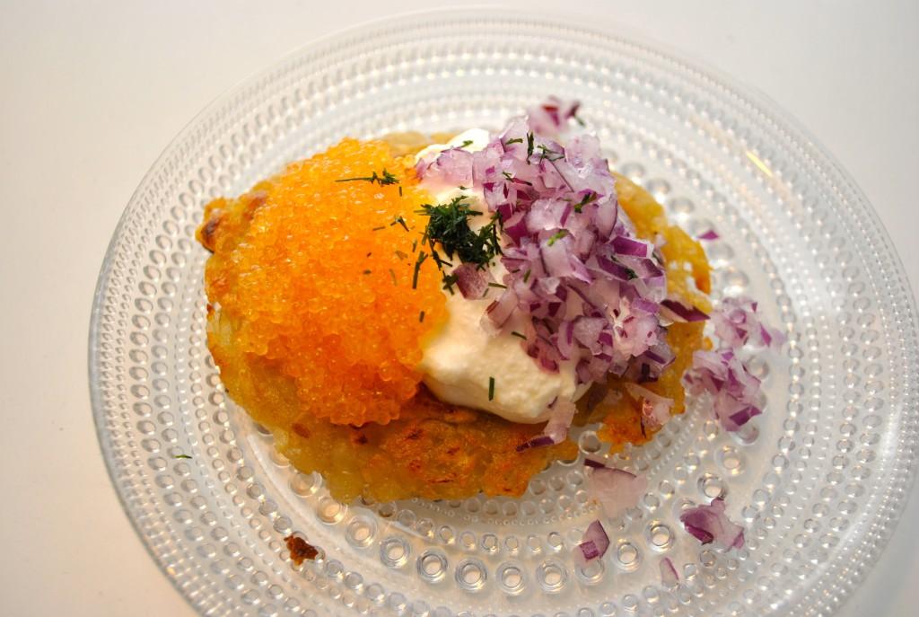 Råraka med rom, rödlök och crème fraîche