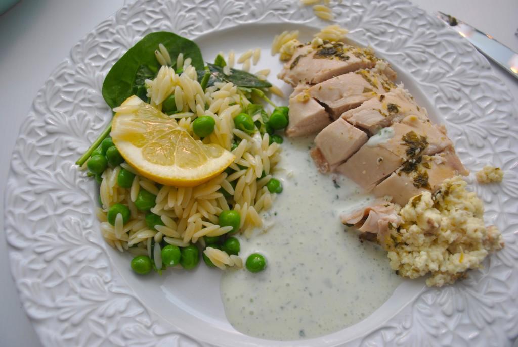Helstekt kyckling med risonisallad
