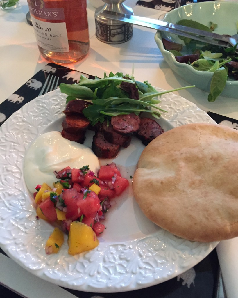 Korvpita med mango-melonsalsa och fetaostkräm