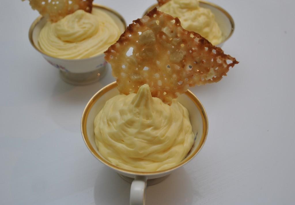 Citronfromage med mandelflarn
