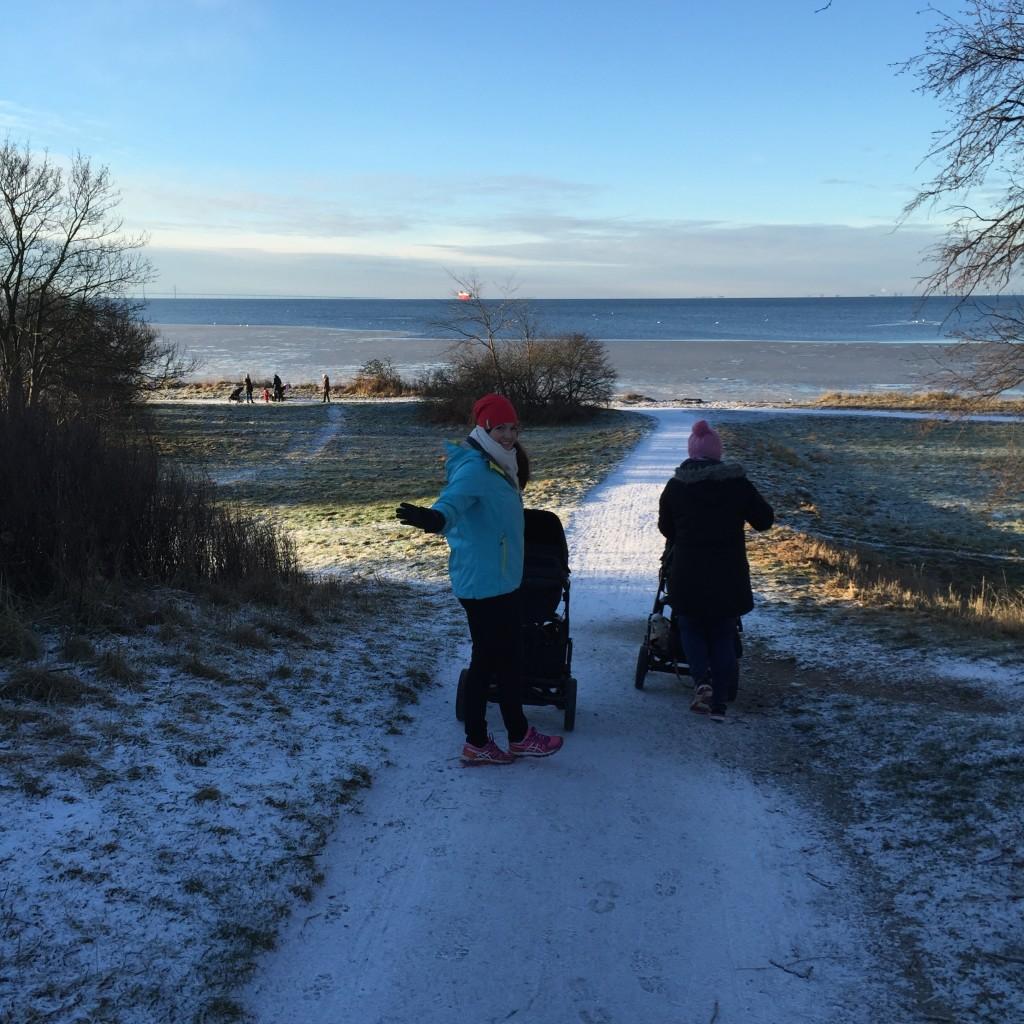 Lellan och Kristel på vinterpromenad i Bjärred