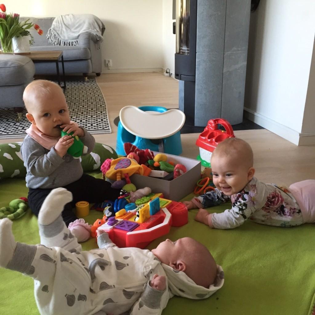 Barnen leker