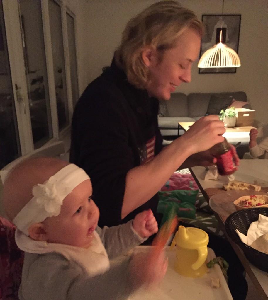 Krille och Linnea vid middagsbordet