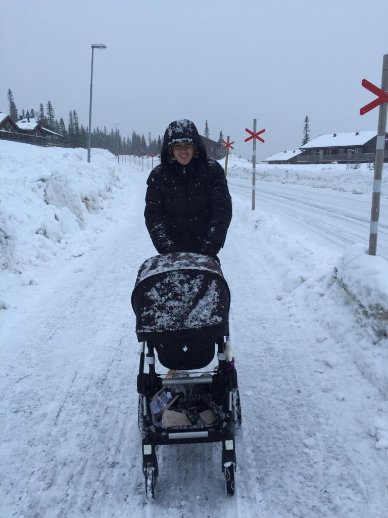 Snöig dag i Björnen Åre, Krille med barnvagn