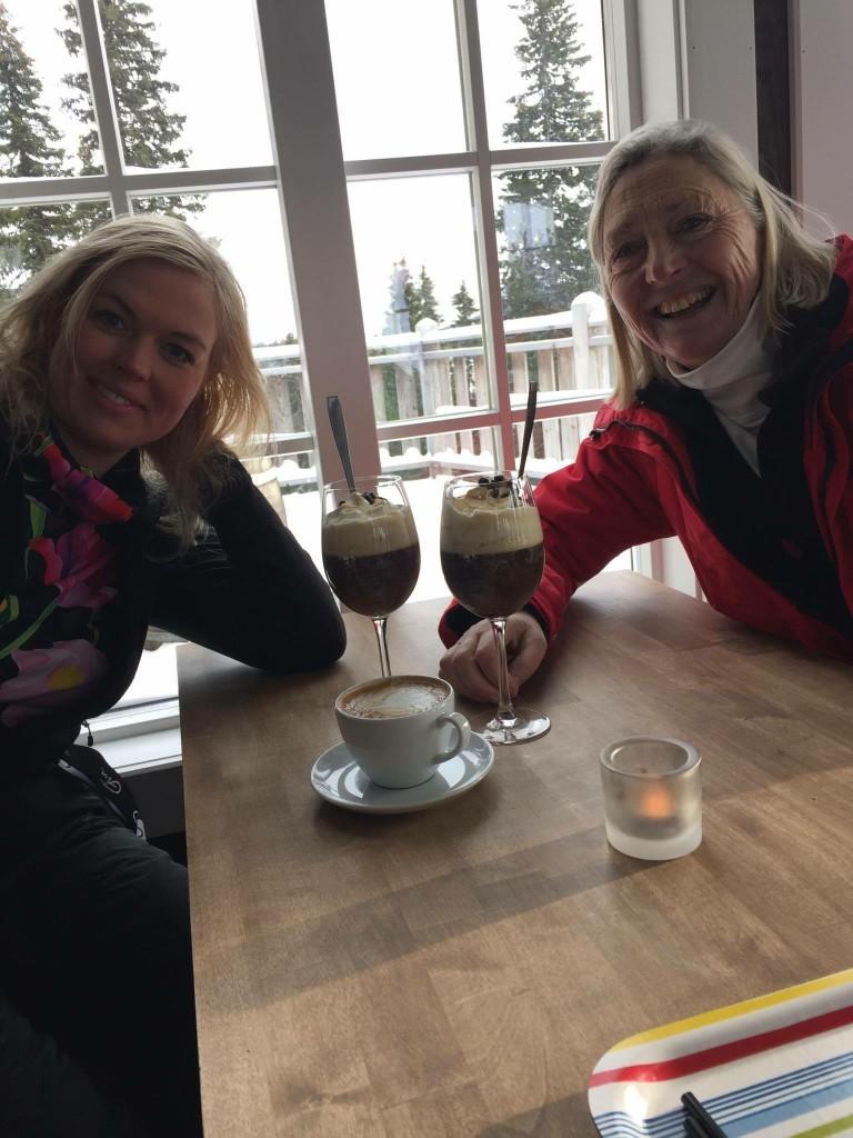 Jag och svärmor med irish coffee på Kastrullen i Björnen