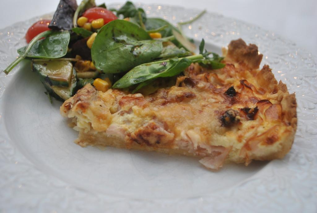 Italiensk paj med kalkon, soltorkade tomater och parmesan