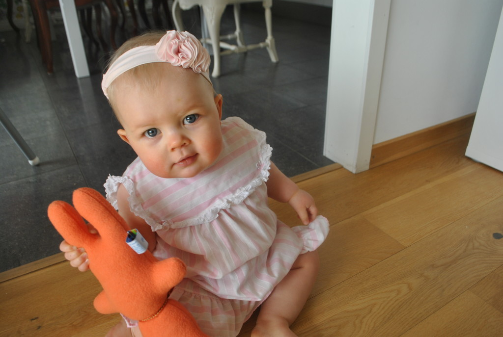 Linnea på sitt ettårskalas 2