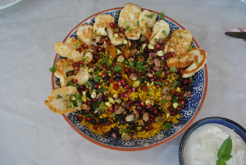 Orientalisk bulgur med halloumi och myntatzatziki