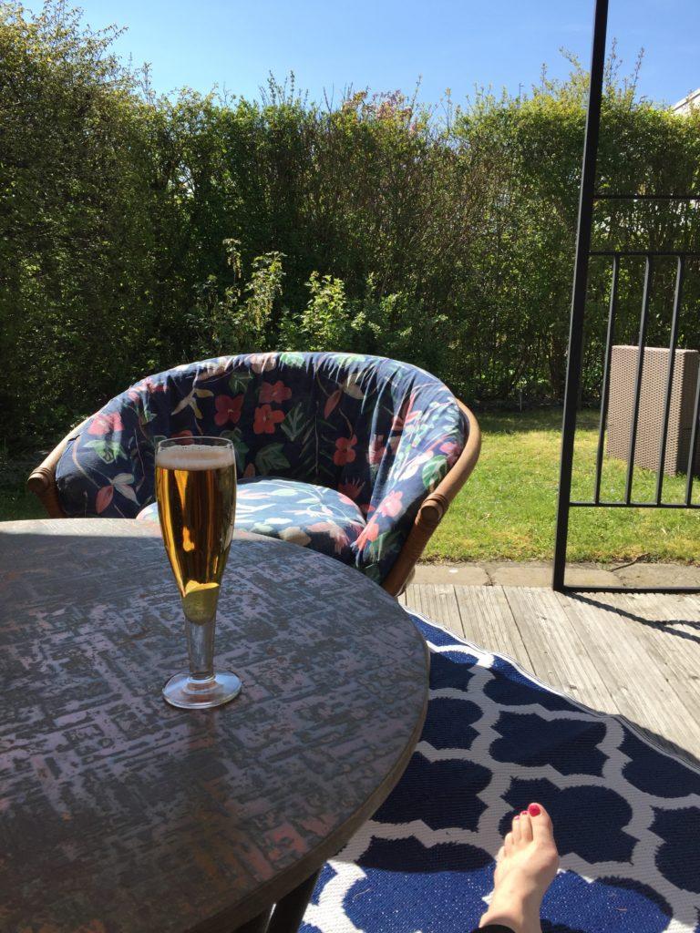 En öl i skuggan